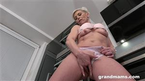 grandmams-20-05-12-horny-mature-housewife-in-the-kitchen.jpg