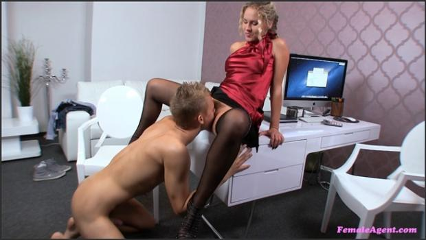 Fakehub.com- Athletic Guy Takes Hot Blonde Agent For A Sex Ride