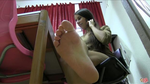 Putalocura.com- Los pies de la morenaza - Isora