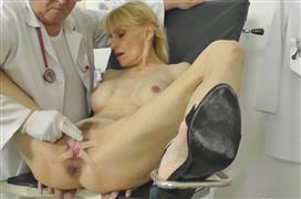 maturegynospy-20-05-20-valeria-blond.jpg