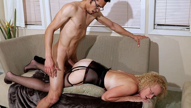 Cathyscraving.com- Tell Your Fellow Members What You Think Of This Scene