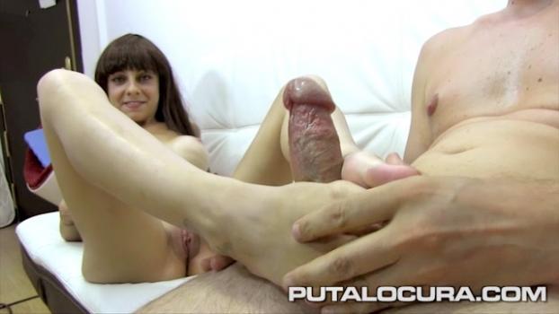 Putalocura.com- Masturbada con sus pies - Nicole Garcia