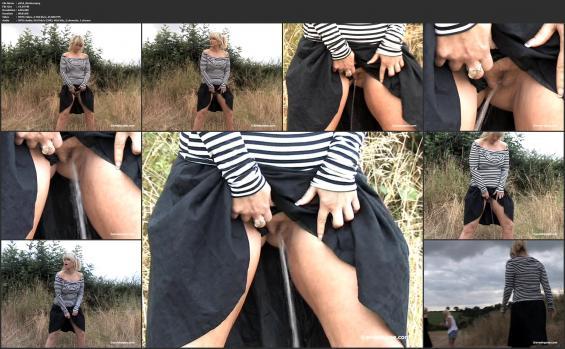 Sneaky pee - p954_Nicola