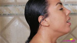 lanewgirl-20-04-19-rachel-rivers-shower.jpg